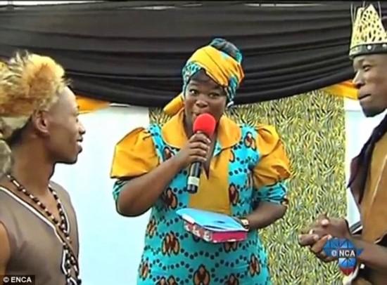婚礼 南非/当众接吻!实拍南非首场传统同性恋婚礼举行(组图)