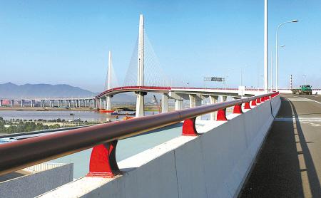经过近4年建设,总投资近20亿元的大榭第二大桥昨天建成通车,大榭开发