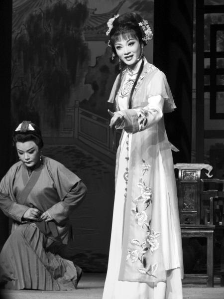 昨晚,由余姚市艺术剧院越剧团最新创排的新编古装越剧《探...