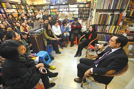 英国作家西蒙·范·布伊在枫林晚书店与读者交流