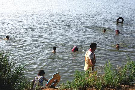 湖中野泳,危险