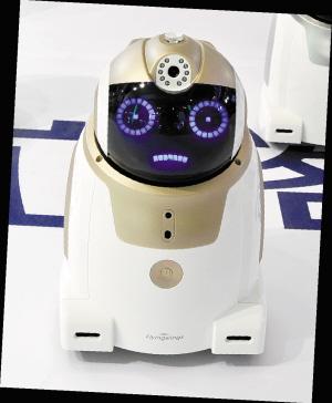 """智能家居机器人""""哆西"""""""