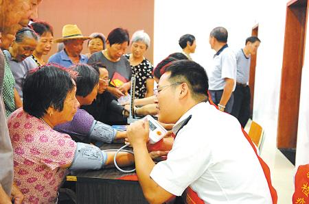民航服务走进农村老年活动中心