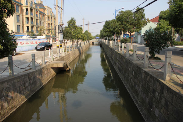 余姚泗门镇大沽塘江整治前后别墅双罗马柱欧式图片