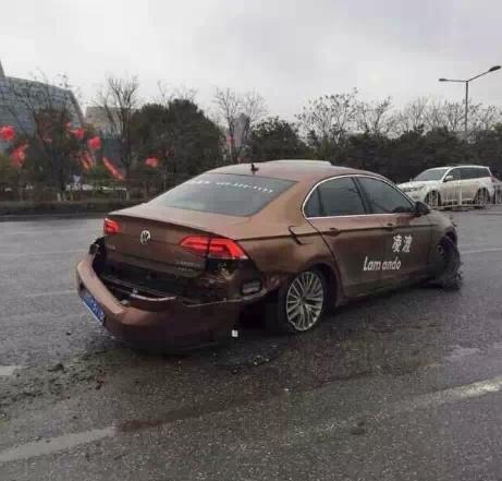 上海大众凌渡试驾车出事故疑似断轴