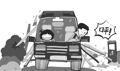 2013年5月,年仅17岁的小袁骑电动车外出,在嵩山路和横河路路口遇到