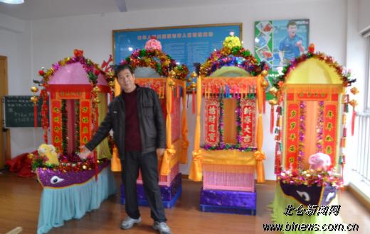 黄鹂社区5位居民制作船灯轿子灯