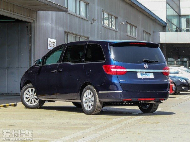 别克GL8 2.4L新车型上市 售价30.99万元