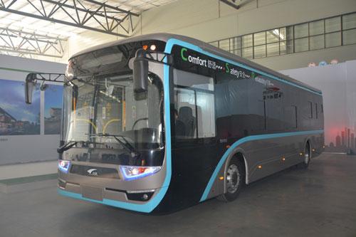 记者了解到,超级电容储能式现代电车无须架设空中供电网,只需在公交
