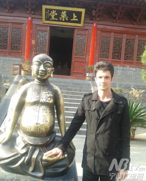 牵手中东欧 传播中国文化的罗马尼亚小伙罗宁
