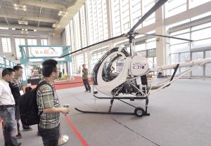 直升机飞进消博会