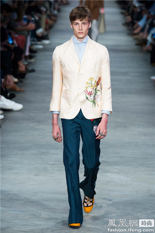 Gucci男装男生穿蕾丝衬衫耍性感 衬衫 gucci