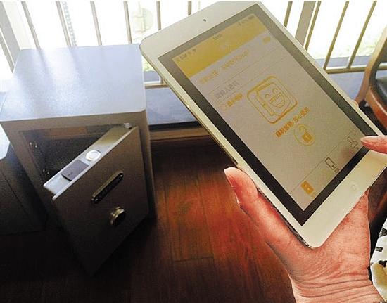 企业接下来打算对智能保险箱的外形进行优化设计,让它变成一个床头柜