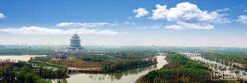 九龙湖旅游区为中丘地貌,三面环山,由九龙湖,凤凰湖,月亮湖和天鹅湖