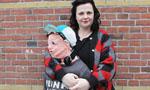 """荷兰母亲用毛线织出""""假儿子"""""""