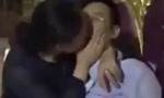 河北一干部被曝在KTV与女子亲吻