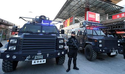 北京反恐新装备投入春运安保