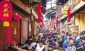 古镇摆千米长宴展绝技 一双筷子从头吃到尾