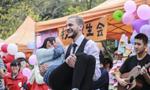"""广州女大学生""""竞拍男生""""欢乐女生节"""