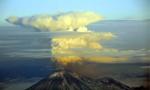 美阿拉斯加火山喷发