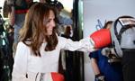 凯特王妃即兴打拳击 教练:比威廉厉害