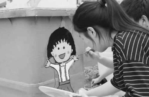 """垃圾桶""""创意绘画活动"""