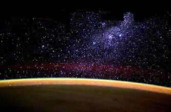 灿烂银河从地平线上升起