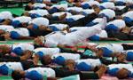 """看印度总理怎么推广瑜伽:万人同做 拉普京""""下水"""""""