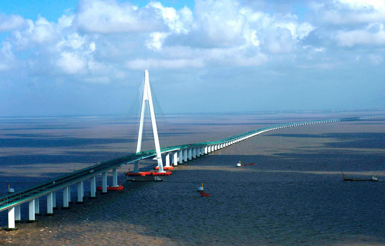杭州湾跨海大桥正式通车