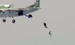 美国男子不带降落伞从7600米高空跳下