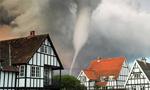 英国度假小镇惊现罕见海上龙卷风