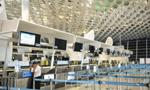 """台风""""妮妲""""来袭 深圳机场140班航班被取消"""
