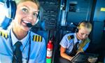 美女飞行员晒飞行生活自拍照走红网络
