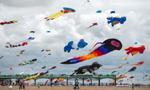 英国海滩举行风筝节