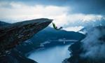 挪威男子发布极限攀登照片引关注