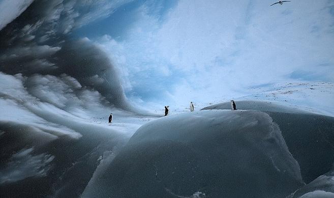 实拍世界最古老冰山 已冻结3万余年