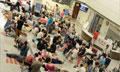 """北京医院挂号""""奇景"""":板凳水瓶布袋当替身排队"""