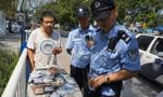 济南:垃圾箱惊现成包银行卡