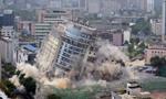 """成都18层高""""川音大厦""""爆破拆除"""