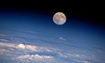 国际空间站宇航员太空望满月 感叹时光飞逝