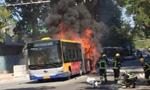 北京一公交车起火 现场传出爆炸声