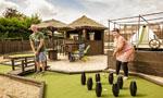 英高尔夫球迷夫妇后花园修建球场