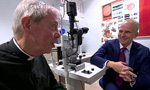 全球首例!机器人主刀眼科手术 患者视力恢复