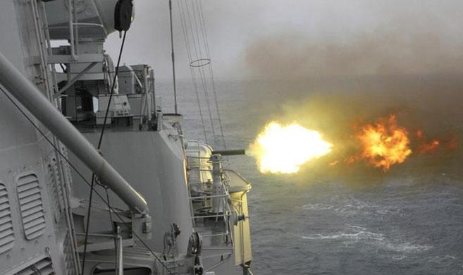 东海舰队宁波舰等6艘战舰开展实战化训练 主副炮开火