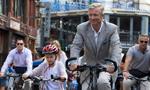 比利时菲利普国王夫妇骑自行车看展览