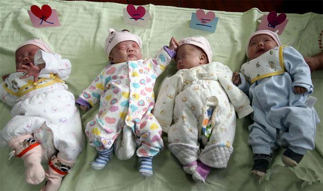 上海:超轻体重早产四胞胎出院