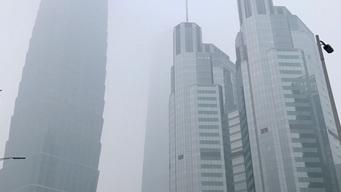 重度雾霾笼罩北京城