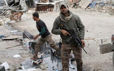 """摩苏尔激战 """"伊斯兰国""""不择手段频繁祭出化武"""