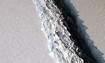 南极最大冰架出现巨型裂口 宽90米长达113公里