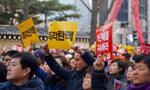 """韩财阀出席干政门听证会 连称""""不记得""""遭讽刺"""